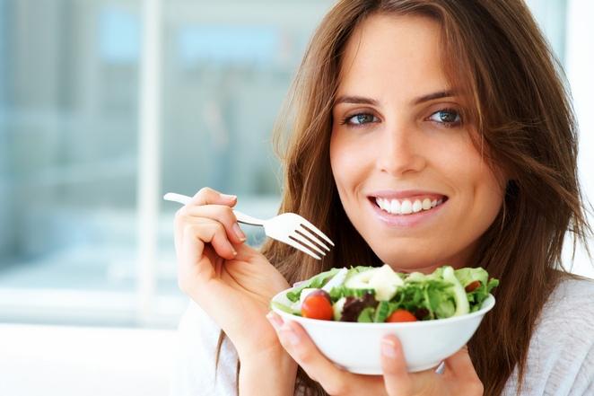 Phụ nữ 40 cần chế độ dinh dưỡng như thế nào