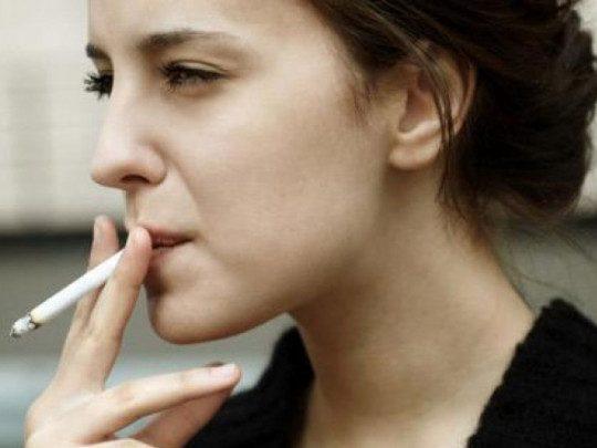 hút thuốc lá nguyên nhân dẫn đến mãn kinh sớm
